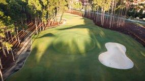 Ö för hopp för golfbanamorgonsikt, Gold Coast med stor sandfälla arkivbilder
