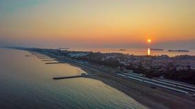 Ö för lido för Venedig himmelsolnedgång arkivbilder