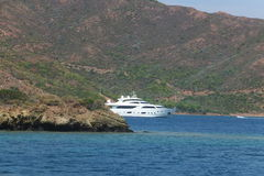 Ö i det blåa Aegean havet Arkivbilder