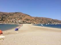 Ö Kythnos en strand som där reser Royaltyfri Bild