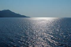 Ö och upplyst hav Royaltyfri Fotografi