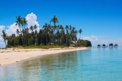 ö tropiskt isolerat hav royaltyfri bild