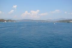 Öar av den sydliga delen av Grekland Poros, Hydra, Aegina 06 15 2014 Landskapet av de grekiska öarna av varm sommar Arkivfoto