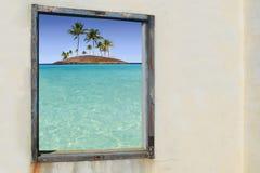 öar gömma i handflatan det tropiska fönstret för paradistrees Royaltyfri Fotografi