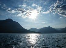 Öar i det medelhavs- med solen och moln Royaltyfri Fotografi