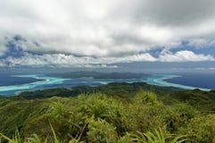 Öar och lagun av Tahaa och Bora Bora från Raiatea Arkivbild