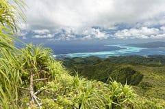 Öar och lagun av Tahaa och Bora Bora från Raiatea Royaltyfria Bilder
