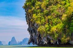 Öar på det Andaman havet i Thailand arkivbild