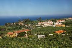 Öarna av Tenerife är en semesterort för turister Kust av havet och hotellen på stranden fotografering för bildbyråer