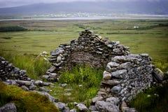 Öde by för Achill ö i dimma Royaltyfri Fotografi