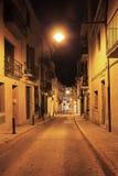 Öde gator av den gamla staden tände en lykta Arkivbilder