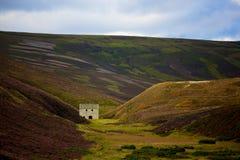 Öde hus i Cairngorms Arkivfoto