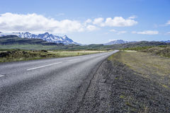 Öde isländsk väg Fotografering för Bildbyråer