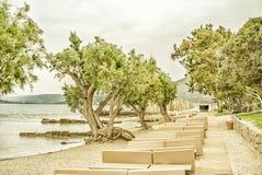 Öde landskap med havsstranden på den Mirabello fjärden, Kreta Royaltyfri Fotografi