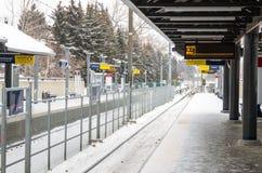 Öde ljus stångstation på en snöa dag Royaltyfria Bilder