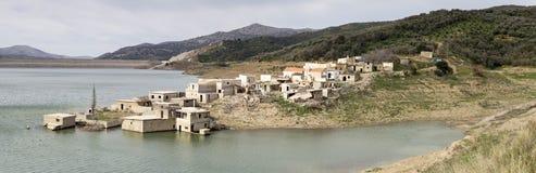 Öde by på sjön Arkivfoton
