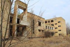 Öde skola i den Tjernobyl zonen Royaltyfri Bild