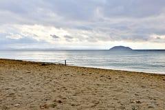 Öde strand på semesterorten Royaltyfria Bilder