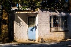 Ödelagd gammal en berättelsebyggnad - Turkiet arkivfoto