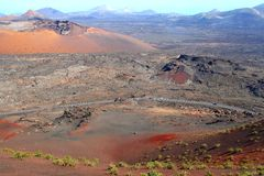 Ödelagd transport i den färgrika Timanfaya nationalparken, Lanzarote, Spanien arkivbild
