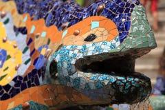 Ödlan av Gaudi parkerar in Guell, Barcelona Spanien Arkivfoton