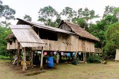 Ödmjukt hus i bygden arkivfoto
