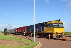 Öffentliche Transportmittel durch Zug im australischen Hinterland Lizenzfreies Stockbild