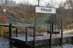 Öffentliche Transportmittel Prags - Hafen der Fähre auf die Moldau-Fluss, Tschechische Republik, Europa stockfoto
