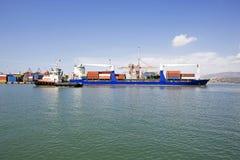 Öffentlicher Transport, ladend am Hafen Lizenzfreie Stockbilder