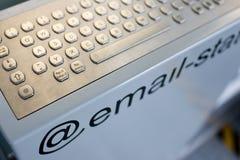 Öffentlichkeits@ E-Mailstation lizenzfreie stockfotos