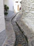 Öffnen Sie Abfluss in der Straße Stockfoto