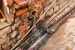 Öffnen Sie Abwasseranlage der Gosse in Fatehpur Sikri, Indien Lizenzfreies Stockbild
