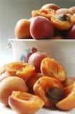 Öffnen Sie Aprikose in der Küche Lizenzfreie Stockfotos