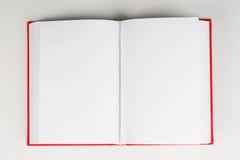 Öffnen Sie Buch auf Tabelle Zurück zu Schule Kopieren Sie Platz Lizenzfreie Stockfotos