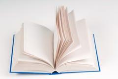 Öffnen Sie Buch auf Tabelle Zurück zu Schule Kopieren Sie Platz Stockfotografie
