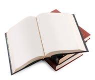 Öffnen Sie Buch mit Leerseiten auf einem Stapel der Bücher Stockbilder