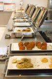 Öffnen Sie Buffet im Hotel Vielzahl von Brötchen und von Kuchen lizenzfreies stockbild