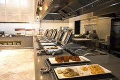Öffnen Sie Buffet im Hotel Vielzahl von Brötchen und von Kuchen stockfotos