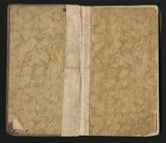 Öffnen Sie das alte Buch, das auf Schwarzem lokalisiert wird grungy getragene Papierbeschaffenheit Stockbild