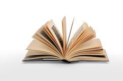 Öffnen Sie das Buch, das auf weißem Hintergrund getrennt wird Lizenzfreies Stockbild