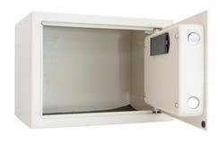 Öffnen Sie das elektronische Safe, das auf Weiß lokalisiert wird Stockbild