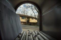 Öffnen Sie das mamilbox, das zu die Außenwelt führt Lizenzfreies Stockbild