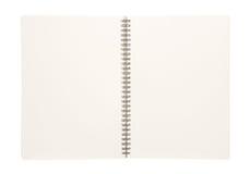 Öffnen Sie das unbelegte Buch, das auf Weiß getrennt wird Stockfotos