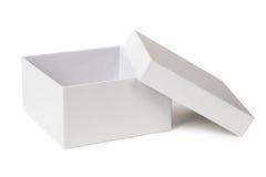 Öffnen Sie den Kasten, der auf einem Weiß lokalisiert wird Stockfotos