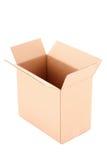 Öffnen Sie den Wellpappenkasten, der auf Weiß getrennt wird Stockfotos