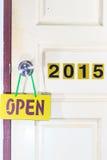 Öffnen Sie die alte Tür 2014 zum neuen Leben im Jahre 2015 Lizenzfreie Stockfotografie