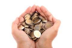 Öffnen Sie die Hand, die einige getrennte Euromünzen zeigt Stockfotografie
