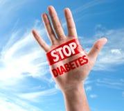 Öffnen Sie die Hand, die mit dem Text angehoben wird: Stoppen Sie Diabetes auf Himmelhintergrund Lizenzfreie Stockfotografie