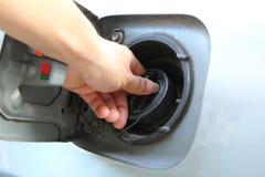 Öffnen Sie die Kappe des Kraftstofftanks lizenzfreie stockfotos