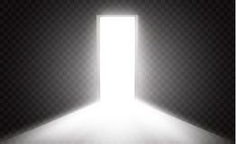 Öffnen Sie die Tür in einer Dunkelkammer mit dem Licht, das durch es überschreitet Licht kommt durch den Abstand auf einem transp Stockfoto